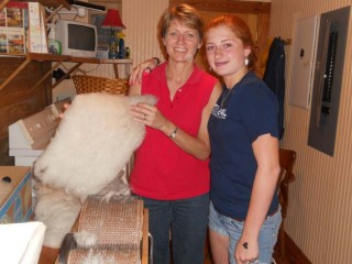 Val and Hanne spent time learning to use a hand cranked carder.